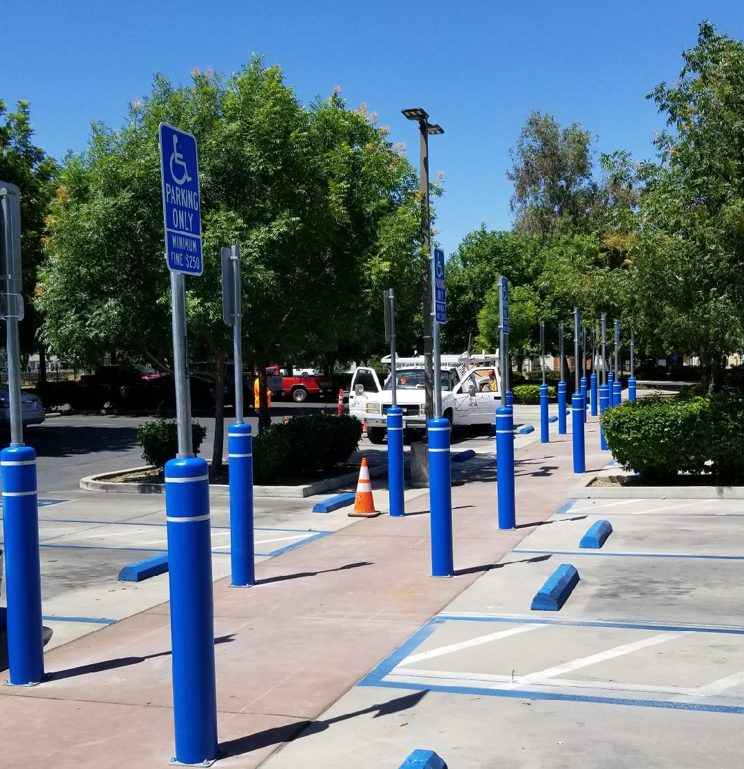 ADA Parking - Healthcare Installation Using FlexPost Bollards with Signposts