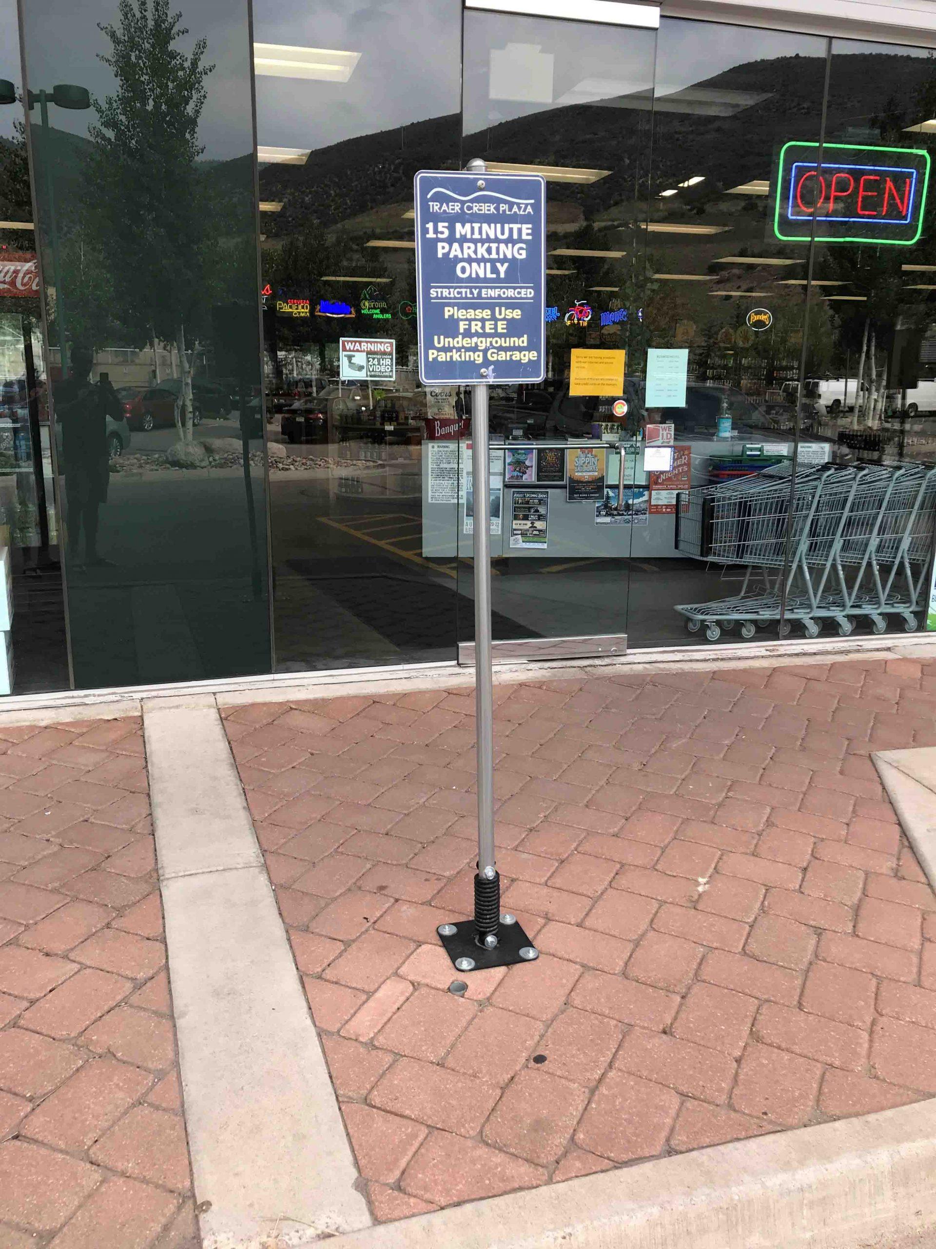 Traer Creek Plaza - 15 Minute Parking - FlexPost